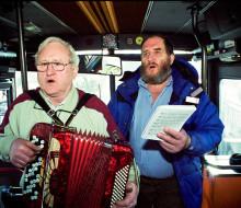 Text // Två denarer – en blå buss där hjärtan hittar hem